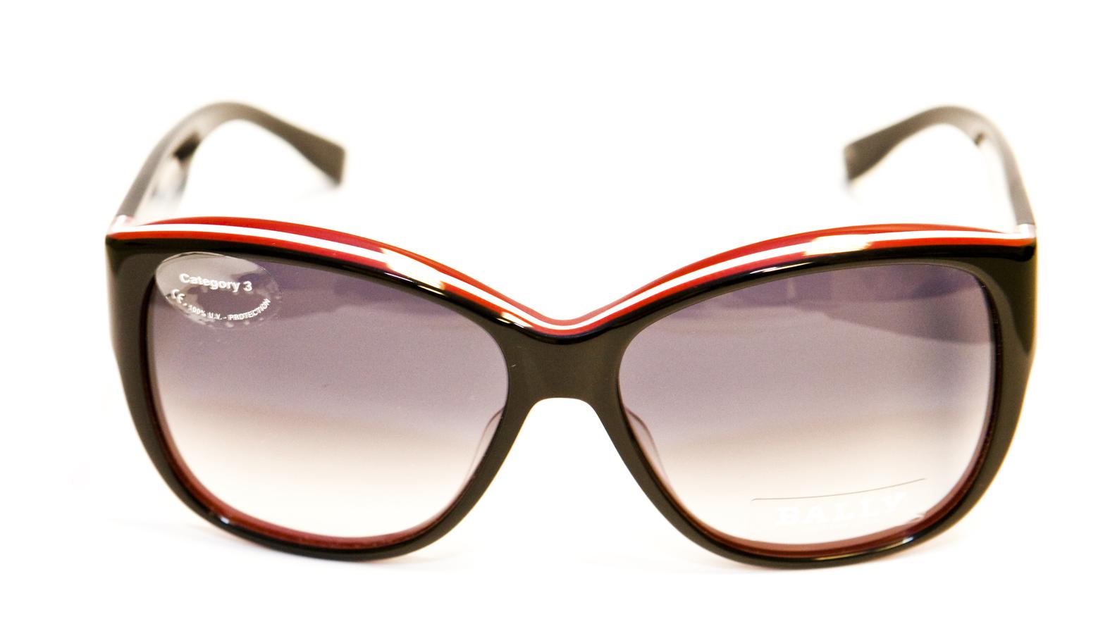 Ovatko itsetummuvat aurinko-/silmälasit kätevät?