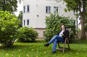 Anne Myllymäki perheineen viihtyy Kalamajassa. Naapurusto on huolehtivaista: jos autoon jää valot päälle, joku soittaa varmasti perään.