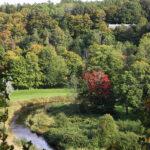 Orun puistoon avautuu hieno näkymä Lippumäen paviljongista. Alhaalla laaksossa mutkittelee kaunis Pyhäjoki.