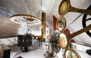 Huikean illuusioiden salin on suunnitellut lavastaja Liina Keevallik.