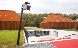 Elokuvamuseo tallentaa virolaista elokuvahistoriaa, muun muassa filmien mainosjulisteita.