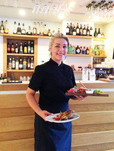 Palvelu on Apelsini Raudtee -ravintolassa iloista ja mutkatonta.