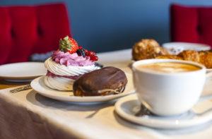 Café Lyonin huumaavat leivonnaisvalikoimat ovat levittäytyneet nyt myös Viimsiin.