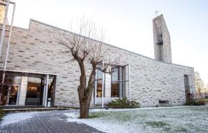 Piritan luostarin majatalo sijaitsee Pirita-joen rannalla, luostarinraunioiden kupeessa.