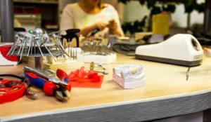 CityMed-hammaslääkäriasema tekee yhteistyötä Smile Studio -hammaslaboratorion kanssa, jossa syntyvät asiakkaille erilaiset proteesit ja implantit.