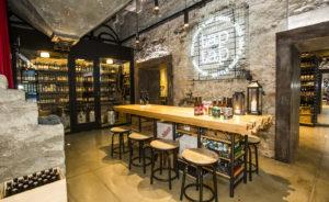 Olutkauppa ja -baari Taptap laajentaa Rotermannin keskuksen ravintolavalikoimaa.