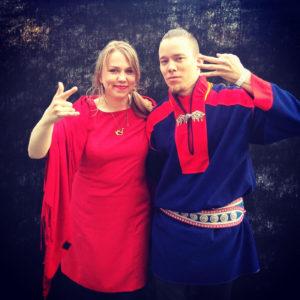 Mitä tapahtuu, kun võrumaalainen kansanmuusikko ja saamelainen räppäri kohtaavat? Se selviää Mari Kalkunin ja Ailu Vallen yhteiskeikalla 5.4. F-hoonessa.