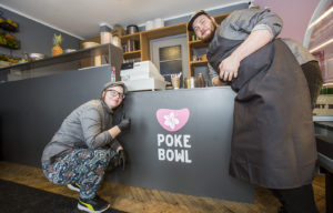 Poke Bowl tuo Tallinnan ravintolamaailmaan havaijilaista otetta.