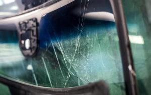 Tuulilasi kannattaa tuoda korjattavaksi saman tien, kun siihen tulee kiveniskemä. Silloin voi säästyä suuremmalta lasiremontilta.