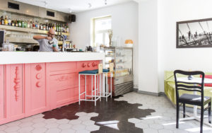 Muutenkin sympaattiseen Tallinnan Nõmmen kaupunginosaan ravintola Kius tuo viehättävän lisän.