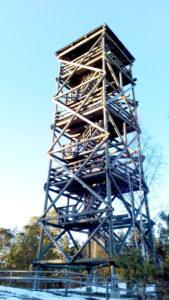 Tornimäen näkötornista näkee Latviaan ja Kihnuun asti.