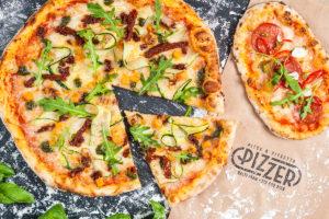 Pizzerin pizzat paistetaan puu-uunissa. Pizzetta eli pizzanpala on kätevä ottaa mukaan.