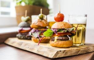 Pieni on kaunista: huhtikuussa avattu Mini Burger Factory tarjoilee minikokoisia hampurilaisia, joissa on suuri sisältö.
