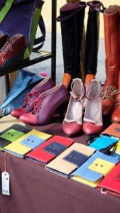 Käsityömarkkinoilla on hienoa virolaista käsityöosaamista, kuten Inga Radikaisen kenkiä.