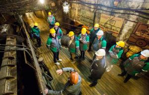 Kaivosmuseossa kahdeksan metrin syvyydessä näkee vielä toimivia kaivoskoneita, joita esittelee entinen kaivostyöläinen.