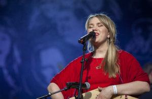 Mari Kalkun on yksi Viron poliisin ja rajavartioston orkesterin kiertueen solisteista.