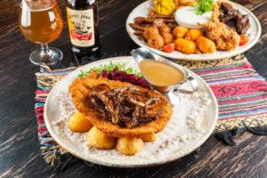 Jussin oluttuvan tuhti schnitzel viimsiläiseen tapaan perunoiden kera täytti vatsan vaivatta ja  maistui rehdille ruualle.