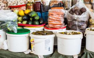 Kurkkuja saa toreilta monin eri tavoin hapatettuina. Kannattaa aina pyytää myyjältä maistiaista.