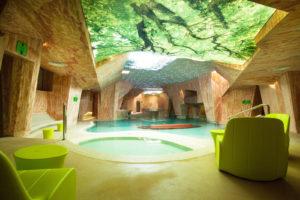 Viiking Saaga -kylpylä muistuttaa Etelä-Viron Piusan hiekkakiviluolia. Saunatkin ovat hauskasti piilossa luolissa.