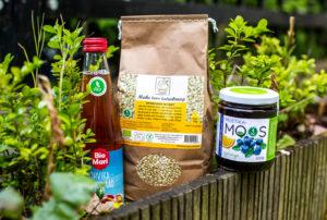 Virolaisia luomutuotteita löytyy jo hyvin kauppojen hyllyiltä. Kuvassa luomutattarisuurimoita, karpalolimonadia ja appelsiini-mustikkahilloa.