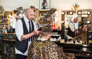 Miesten parturi Rude Rats on jo pelkästään sisutuksensa puolesta huima kokemus.