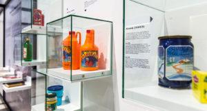 Suomalainen Mehukatti on päässyt näyttelyyn: mehu yhdistettynä miestä väkevämpään oli 1990-luvun Viron juomaklassikko.