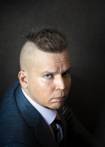 Ville Hytönen on Virossa asuva suomalainen runoilija ja lastenkirjailija, joka pyörittää Viljandissa taiteilijaresidenssiä. Häneltä ilmestyi viime vuonna Eesti on My Mind -matkakirja, jossa kerrotaan myös Viljandista.