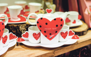 Ystävänpäiväkahvit sydämen valitun kanssa? Tarvikkeet löytyvät Särtsuv Süda -puodista.