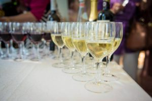Haapsalun Italian viinijuhlilla nautitaan saapasmaan herkkuja.