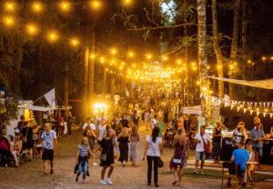 Intsikurmun festivaalin veroista ei ole toista. Põlvan metsiin levittäytyvän festarin tunnelma on ainutlaatuinen.