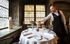 Dominicin viehätys piilee upeissa keskiaikaisissa puitteissa, joihin hyvä ruoka ja tyylikäs palvelu saumattomasti yhdistyvät.