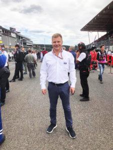 Entinen formulatähti vierailee F1-radoilla nykyäänkin tiuhaan. Salo toimii muun muassa FIA:n tuomarina. Kuva on otettu viime vuonna Belgian GP:ssä.
