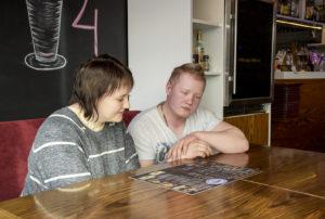 Joensuulaiset Heli Leskinen ja Mikael Väisänen aloittivat Viron-matkansa lounaalla Sadamarketin ravintola Lautasessa.
