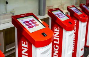 Lähtöselvitysautomaatit ovat terminaaleissa lahden molemmin puolin, joten asiakas voi hoitaa kaiken itse.