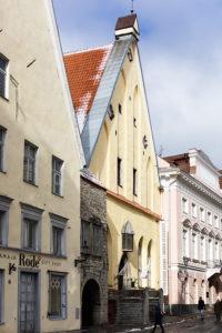 Suurkillan talon komea keltainen julkisivu on Tallinnan vanhankaupungin näyttävimpiä.