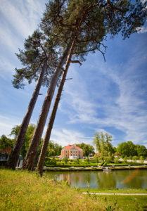 Palmsen kartano Länsi-Virumaan maakunnassa on yksi hienoimmista Viron kartanokokonaisuuksista puistoineen ja ympäröivine rakennuksineen.