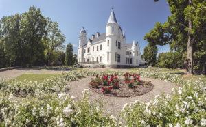 Upea Alatskiven linna on Sipulitien alueen keskus. Alatskiven linnan päiviä vietetään 4.8.