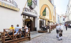 Tallinnan kenties pisin terassi on Beer Housella vanhankaupungin ytimessä.
