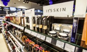 Tradehouse Tallinnan sataman D-terminaalin kupeessa on sekä kotimeikkaajan että alan ammattilaisen ostospaikka.
