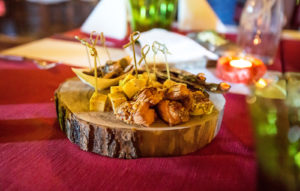 Путешествуя по Ида-Вирумаа, непременно стоит отведать деликатесы в ресторане крепости Пуртсе.
