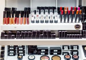 Apotheka Beautyn valikoimissa on paljon mineraalikosmetiikkaa, kuten kuvan Glo-sarjan tuotteita.