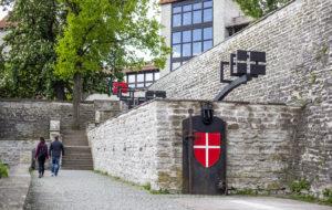 Tanskalaistunnelmaa voi aistia Tallinnan vanhassakaupungissa Tanskan kuninkaan puutarhassa.