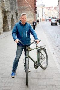 Tallinnassa asuvan Pekko Hokkasen mukaan pyörällä pääsee kaupungissa joka puolelle. Ydinkeskustaa hän ei kuitenkaan suosittele pyöräilykohteeksi.