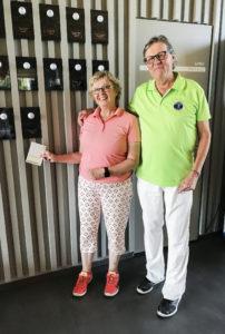 Tytti ja Jyrki Harikoski pitävät White Beach Golf -kenttää Viron parhaana.