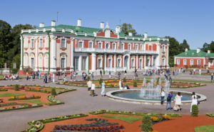Kadriorgin palatsi  puistoineen on  Tallinnaa  loisteliaimmillaan.