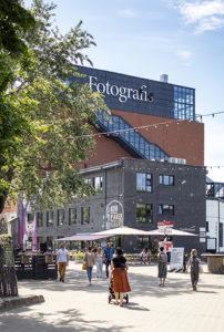 Tallinnan Fotografiska asettui Telliskiven ns. punaiseen taloon. Näyttelytilojen lisäksi siellä on ravintola ja kahvila.
