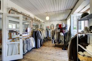 Villatehdas Hiiu Villan myymälästä voi ostaa villatuotteita.