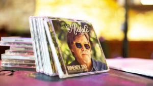 Viimeinen juna on Alatalon 54. albumi ja luultavasti viimeinen.