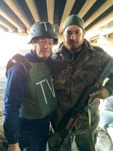 Petri Saraste on ollut usein tapahtumien polttopisteessä. Kuvassa hän on sodan etulinjassa Itä-Ukrainassa.