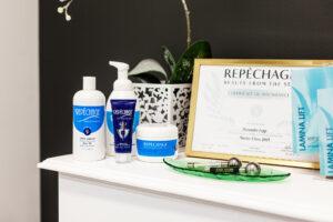 Yli 40 eri hoidon valikoimassa ovat muun muassa Repêchage-sarjan tuotteilla tehtävät kasvohoidot.